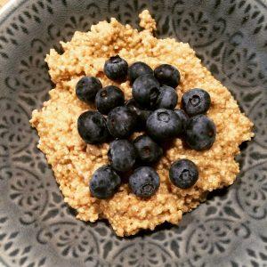 Quinoa ontbijtje met blauwe bessen