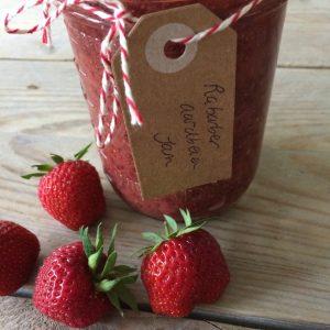 Homemade rabarber aardbeien jam