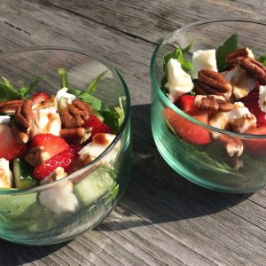 Mini salade aardbeien en geitenkaas