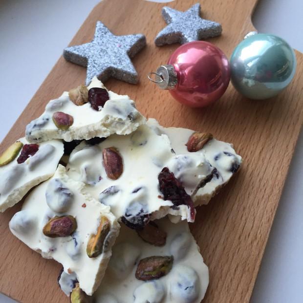 DIY kerstchocolade met cranberry en pistache