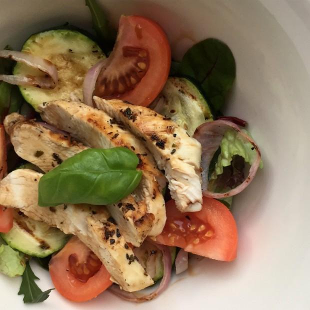 Italiaanse salade met courgette en kip
