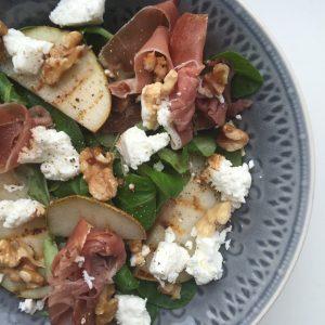 Salade gegrilde peer en geitenkaas