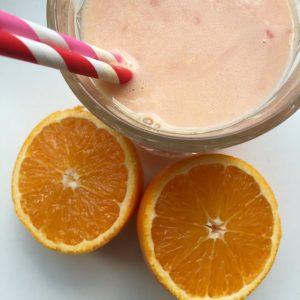 Lente smoothie met aardbei