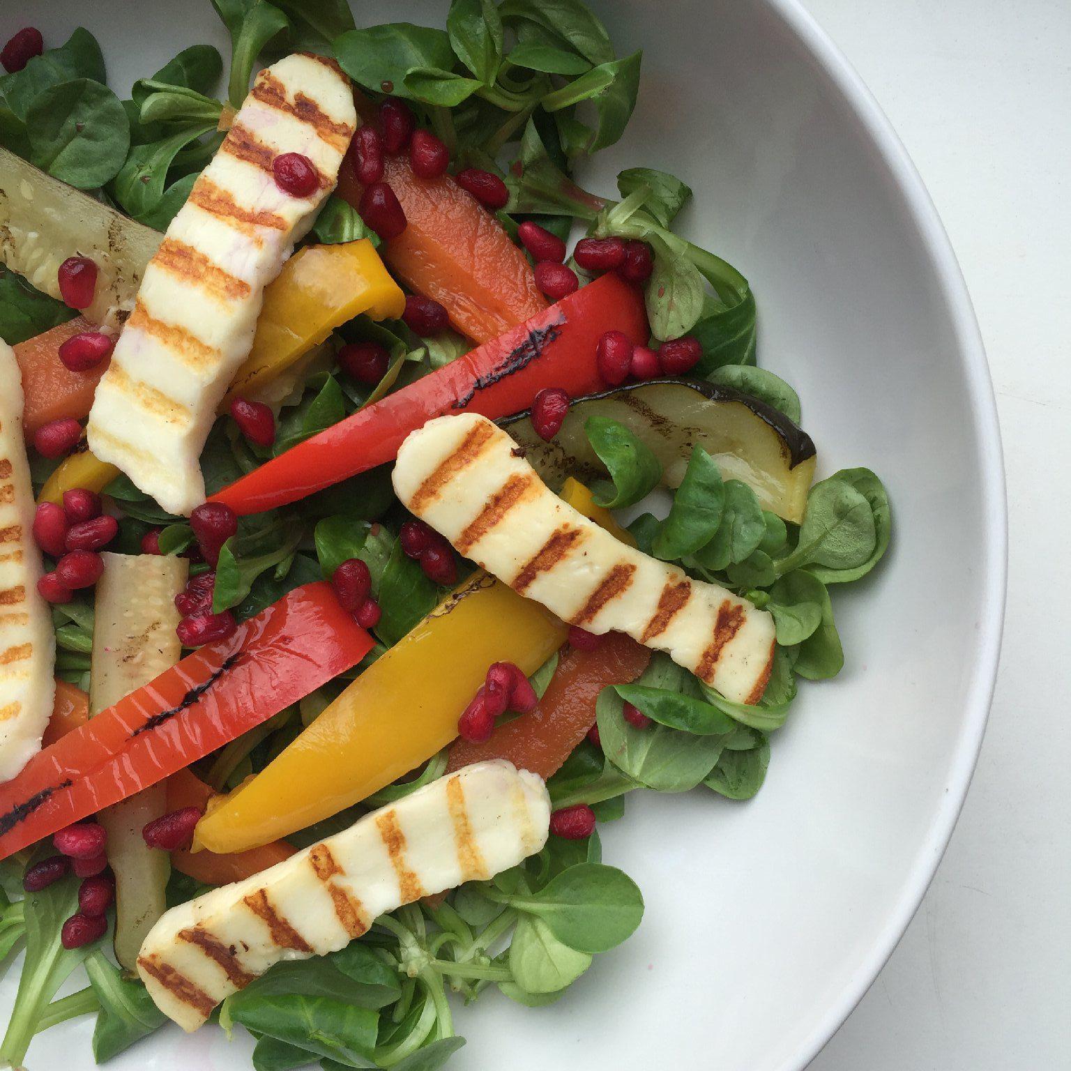 Salade met halloumi en granaatappel - saladerecepten