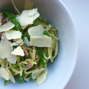Lente pasta met groene asperges