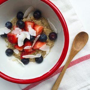 Kokos quinoa met rood fruit