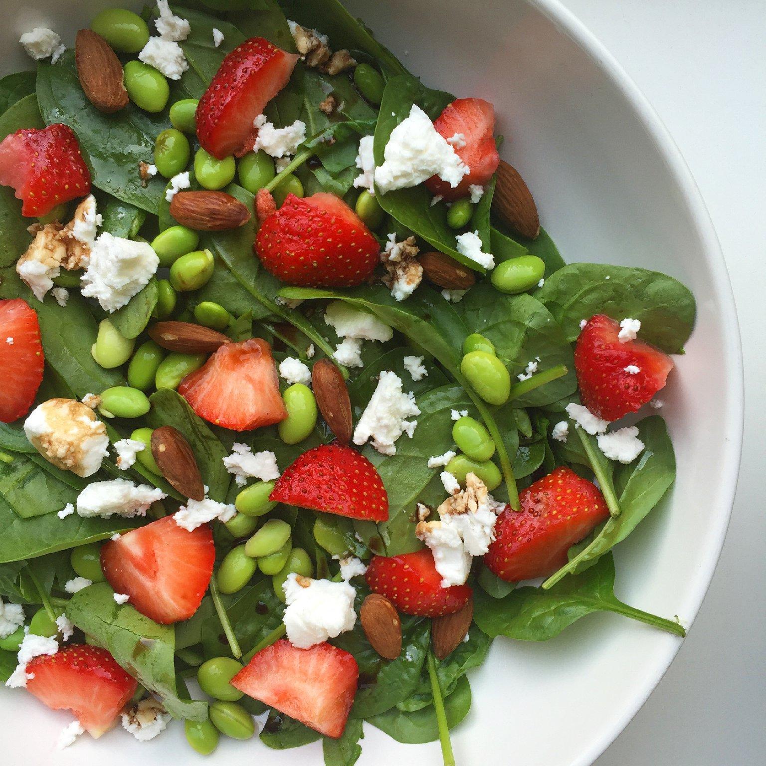 Spinazie salade met aardbei en geitenkaas - saladerecepten
