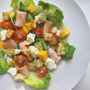 healthy-salade-met-mango-en-kip