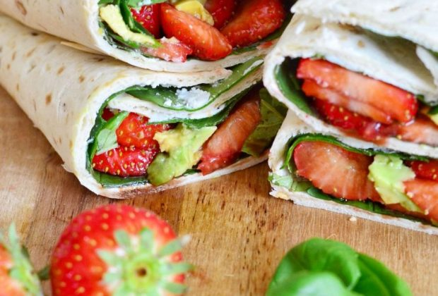Wraps met aardbeien, spinazie en geitenkaas
