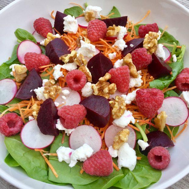Salade met bietjes, geitenkaas en frambozen