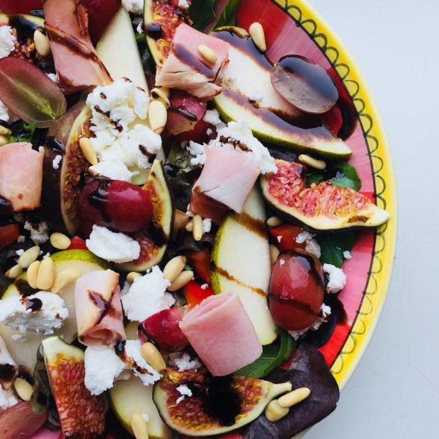 Salade met peer, vijg en geitenkaas