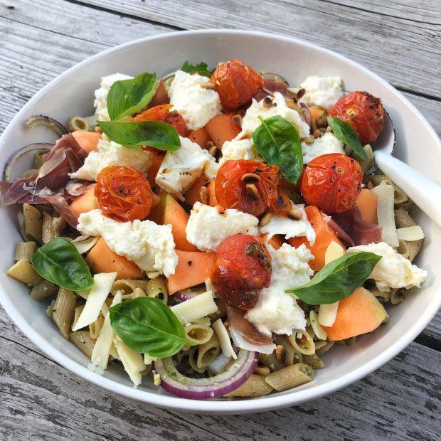 Zomerse pastasalade met meloen
